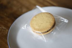 カカオアーモンドバターサンドクッキー