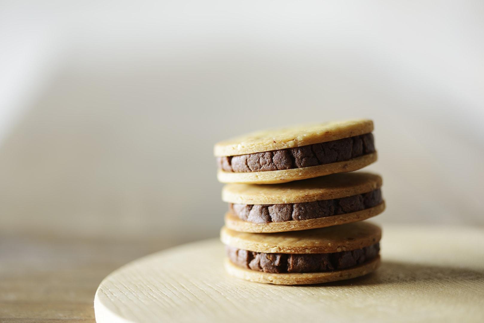 アーモンドバターのチョコサンドクッキー