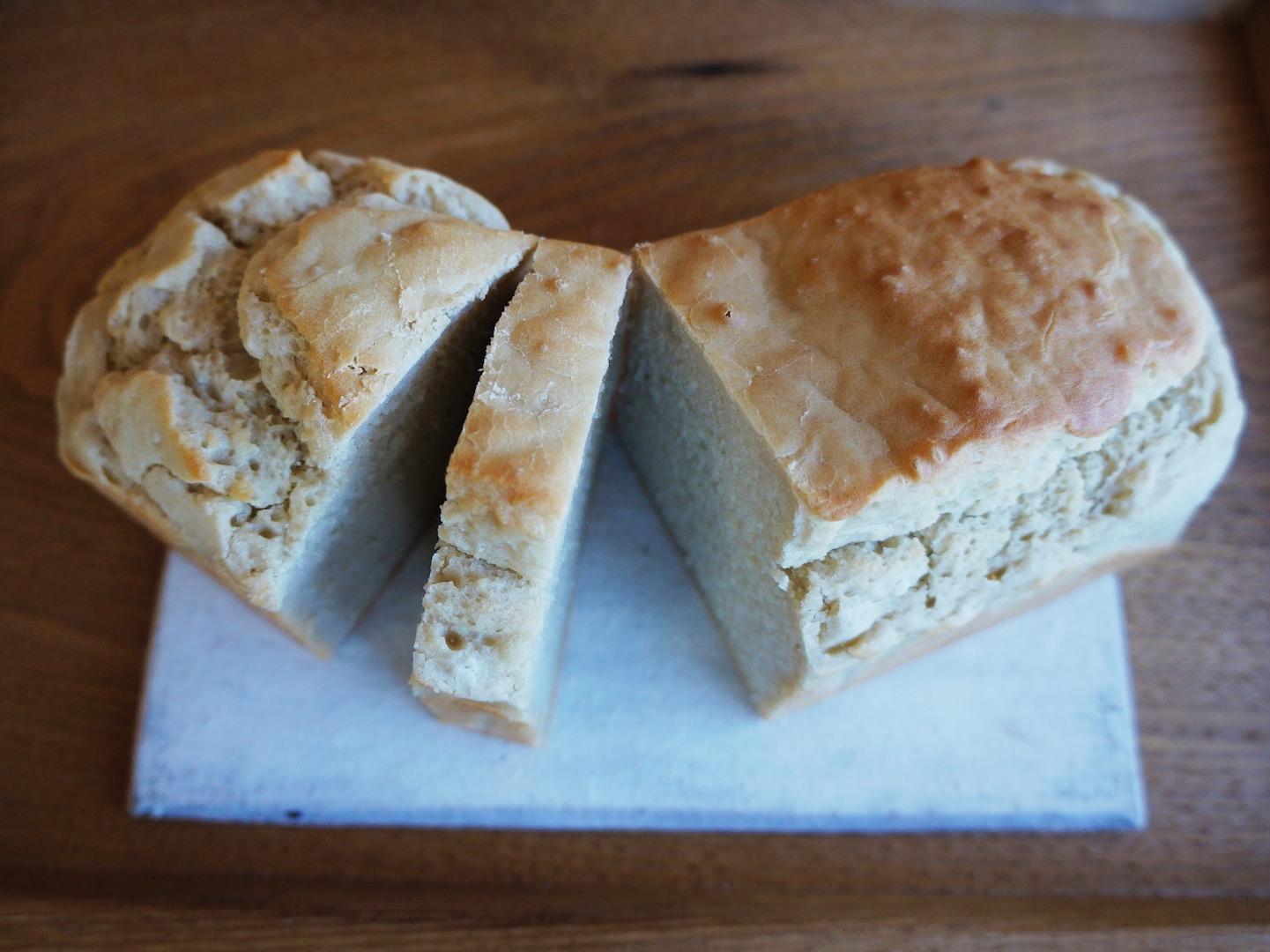 ◎店主のお気に入りのパンはコレ◎ そば粉と信州米のパン 佐久