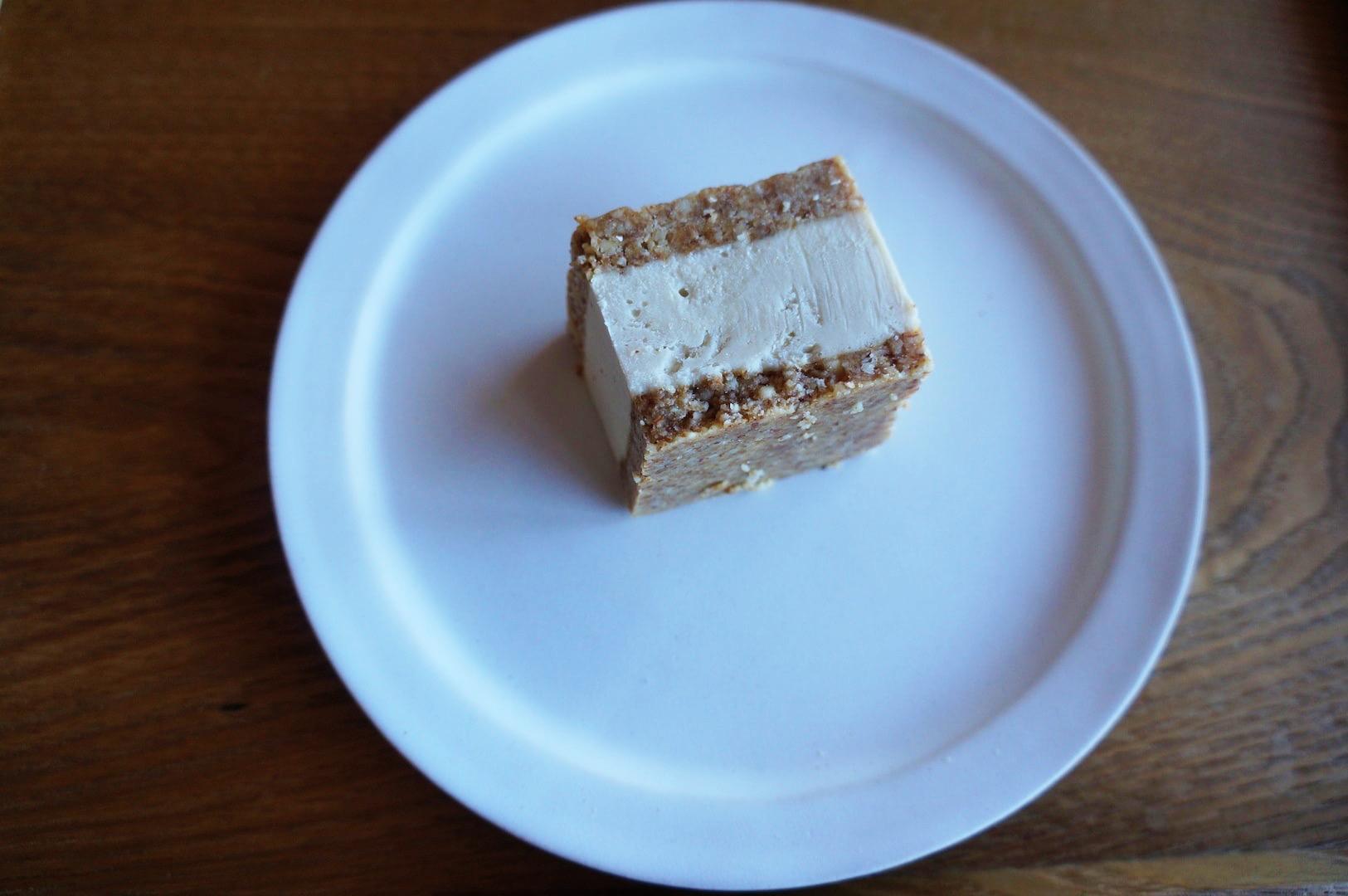 RAWクッキーサンドアイス 塩ルクマバニラ