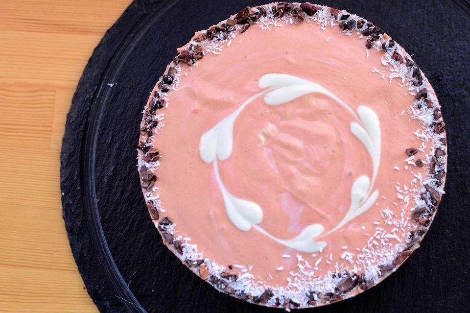 オーガニックストロベリーのRAWケーキ