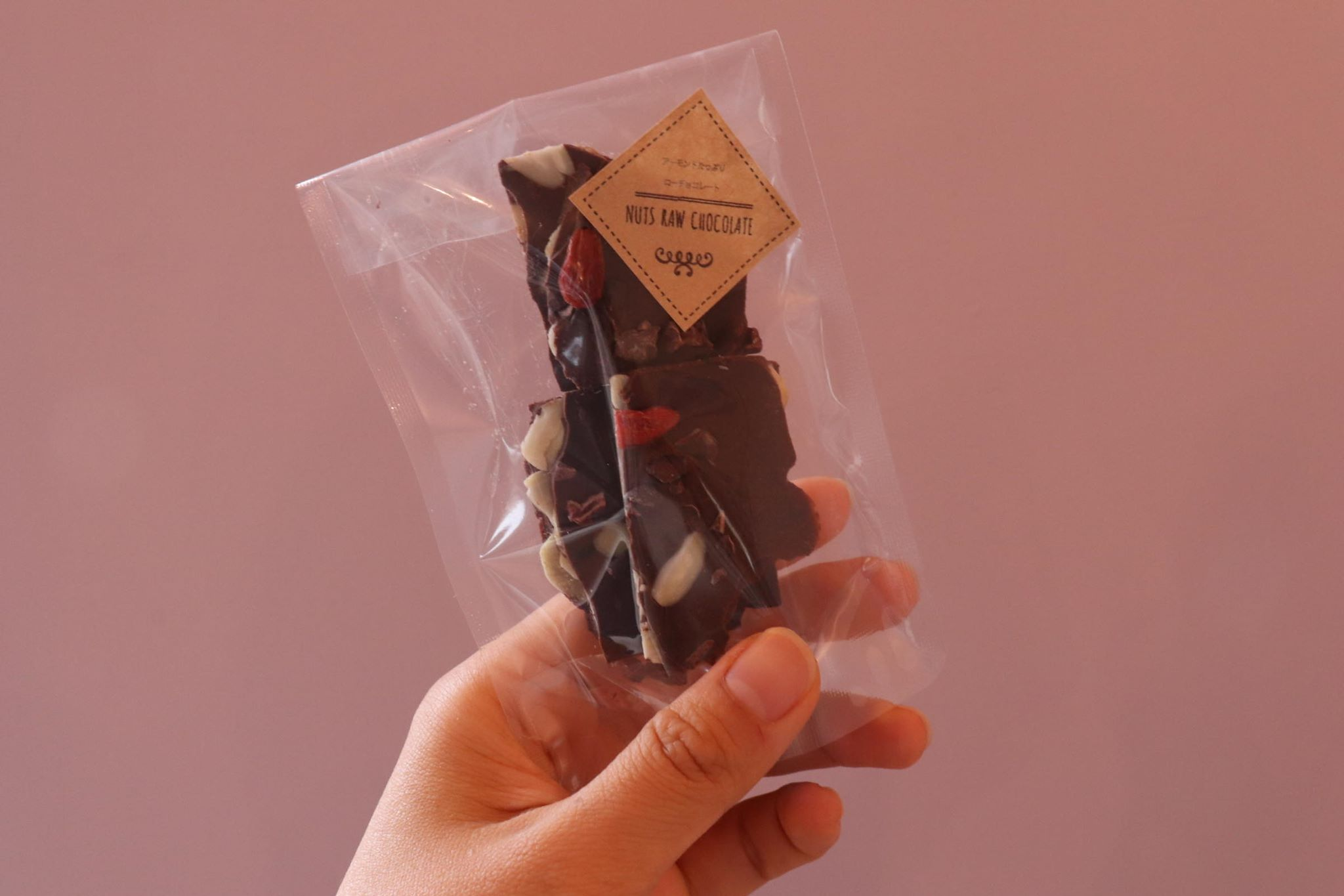 ナッツたっぷりローチョコレート