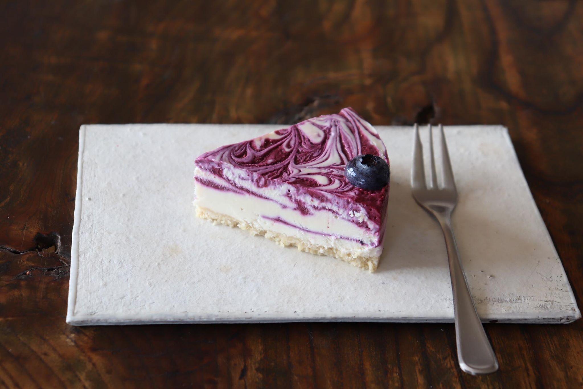信州の無農薬ブルーベリーのRAWチーズケーキ